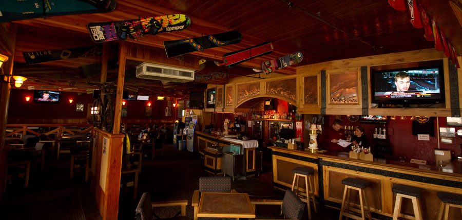 canada_fernie_park_place_lodge_bar.jpg